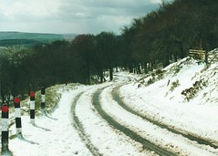pic151 (J_Piks) Tags: 2000 peakdistrict derbyshire snow winter road