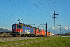 "SBB Cargo Re 620 069-5 ""Hägendorf"" & Re 420 11341 (Railway Photography Switzerland) Tags: landscape locomotive lokomotive railway railpictures freighttrain intermodal cargo trainphotography trains treno ferrovia dailycrossing railphotography railwayphotography stefanwullschlegerburgdorf trainspotting pinterest re44 re66 re620 re420 sbbcargo bahnbilder bahnbilderschweiz eisenbahnfotografie nikon sbb schweiz switzerland"