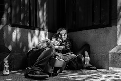 Cozy Corner (johnjackson808) Tags: embrace vancouver sidewalk monochrome gastown love couple streetphotography bw people fujifilmxt1 blackandwhite downtowneastside dtes