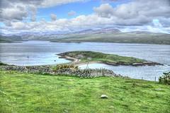 There is a house.... (PLADIR) Tags: schottland outdoor reisefotografie travelphotography sony a77 slta77ii hdr clouds wolken haus insel island scotland sky himmel grün green gras highlands