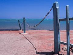El Gouna Strand (Torsten schlüter) Tags: ägypten strand beach sand zaun blau rotesmeer elgouna olympus stylus 2018 holz pfosten