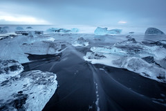 Icy atmosphere (Arnaud Grimaldi) Tags: diamond beach icy ice rocks black sand iceland islande jökulsárlón lagoon