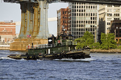 r_180608148_beat0048_a (Mitch Waxman) Tags: brooklyn eastrivershoreline manhattanbridge newyorkcity newyorkharbor tugboat newyork