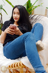 Hồng Anh (Hosting and Web Development) Tags: sit hair smartphone smile hand face eyes eye enjoy body beautiful black leg leaf sigma 30mm nikon white one indoor young girl female woman