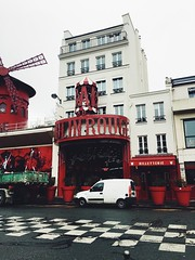 (maycambiasso98) Tags: billetterie famous world travel visit wind entrance europe francia france molino red woman dance cabaret paris moulinrouge rouge moulin