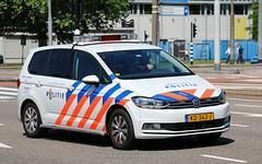 Dutch police Volkswagen Touran OVD (Dutch emergency photos) Tags: politie police polizei policie polisie polizie polit politi polis polisi polici policia polisia politieauto voertuig politievoertuig vw volkswagen touran amsterdam ovd officier van dienst chief chiefs 999 911 112 amstelland amstelveen netherlands netherland nederland nederlands nederlandse dutch blue light blauw licht lichtbalk lichtbak lightbar whelen ultra freedom cop cops kd636j 6221