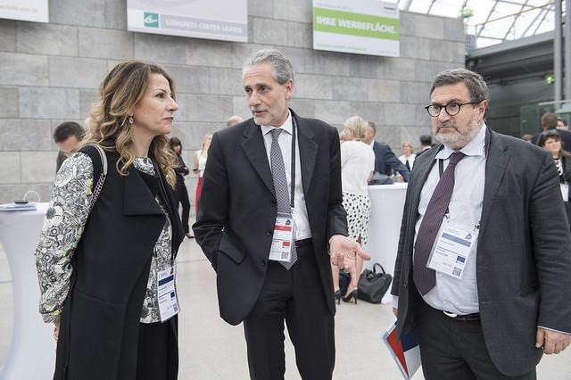 Paola Mellone dicusses with Enrico Finocchi and Massimo Costa