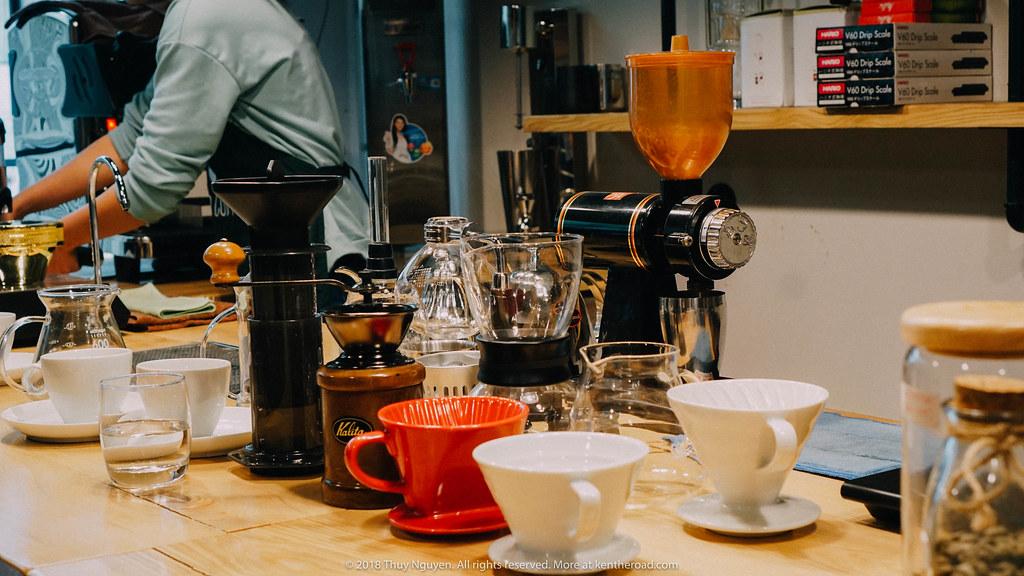 Bàn bar tại Sapio Coffee