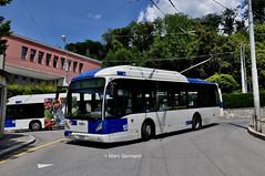 Autobus VanHool n°301 en service sur la ligne 16. © Marc Germann (Marc Germann) Tags: lions city bus remorques convois retrobus tl lausanne nawhess man par brise routes trolleybus transport transportspublics hesskièpe nawhesssiemens arbres sbb cff ffs