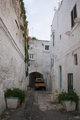 Ostuni, Brindisi, Italy (Tokil) Tags: ostuni brindisi italia italy southitaly salento oldtown centercity ancient village country alley street urban travel sunset sunlight colors atmosphere apepiaggio houses nikond90