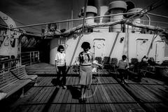 memories 50303 (soyokazeojisan) Tags: memories 昭和 bw sky light blackandwhite sea people olympus m1 om1 21mm film minicopy fujifilm d76 1970s 1974