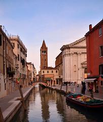 Venice : Campo S. Barnaba / Ponte S. Barnaba (Pantchoa) Tags: venise santabarbara rio campo église eau quai gherardini fonfamenta ciel reflets pont vénétie formatcarré