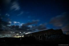 La luz de la luna (SantiMB.Photos) Tags: 2blog 2tumblr 2ig almería noche night estrellas stars cielo sky nubes clouds longexposure ruinas ruins cortijo perseidas perseids cabodegata saladaryleche andalucia españa esp