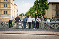 butts. (LucaBertolotti) Tags: tourists tourism soncino lombardia italia italy world ontheroad walkingaround street streetphotography people waiting