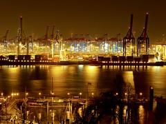 Hafen Hamburg - Hamburg port (alterahorn) Tags: dxo olympusmzuiko12100mm olympusmzuiko olympuspenf olympus availablelight nightshot nachtaufnahme hafenhamburg containerschiffe schiffe hamburgbeinacht burchardkai containerterminal portofhamburg hafen hamburg