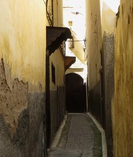 La ruelle jaune, médina de Fès el Bali, Fès, Maroc.