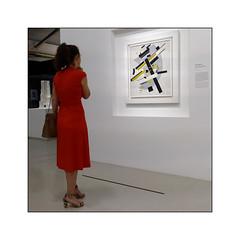 La Femme en rouge  - N°1 - (Jean-Louis DUMAS) Tags: femme bellefemme jeunefemme woman prettywoman youngwoman musée muséum art artiste artist artistique artistic