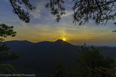 Sunrise over Hawksbill Mountain and Linville Gorge. (ionntag) Tags: sunrise wiseman'sview hawksbillmountain linvillegorge