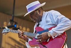 "Eddy ""The Chief"" Clearwater (Joao Eduardo Figueiredo) Tags: eddyclearwater lonniebrooks jimmyjohnson ronniebakerbrooks otisclay billybranch joão joao eduardo figueiredo joaoeduardofigueiredo 2008 chicago blues festival fest grant park legendary bluesmen legends live música musicians stage stages alligator records tribute tradition performance crowd concert show gig juke joint blue roots allstar lineup band group appearance entertainment guest performers nikon act acts icons artists audience musical performances us usa chicagobluesfestival"