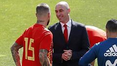 Sergio Ramos ẩu đả với chủ tịch LĐBĐ Tây Ban Nha, Pique phải can ngăn (tramtanvta) Tags: sergioramosẩuđảvớichủtịchlđbđtâybannha piquephảicanngăn keo7m keo7mcom keo7 ty le truc tiep bong da
