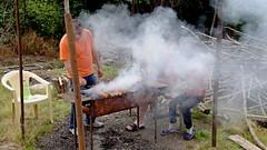 Zubereitung Mittagessen (dl1ydn) Tags: dl1ydn grill grillen georgien kaukasus reisen