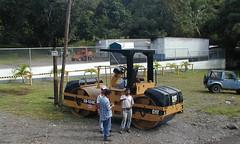 Men and machines (D70) Tags: olympus c2100uz ƒ35 86mm 1650 100 queposmanaguaairport puntarenas costarica men machines cat cb534c roller suv trailers machine