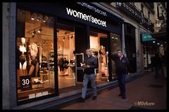 Indiferencia (mariadoloresacero) Tags: models maniquíes maniquí indiferencia men hommes hombres sousvêtements ropa interior women femmes mujeres vitrine escaparate