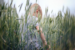 In der Natur (NEVEZ P★) Tags: nevezphotography 50mm canon model dof berlin germany portrait fineart art childhood green yellow bokeh light contrast eos nature natur summer sommer people orange porträt gras feld field