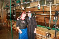 фартук как передник (ShyShyny) Tags: фартук apron девушка girl доярка ветеринар корова клеенка milking vet cow rubber gloves перчатки шапочка косынка hat