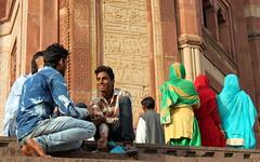 buland darwaza people (6) (kexi) Tags: india asia uttarpradesh fatehpursikri bulanddarwaza smile people red sandstone canon february 2017