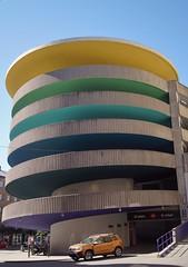 Regnbågshus (tusenord) Tags: fotosondag bil färg fs180527 parkeringshus byggnadsverk construction regnbåge rainbow colour parkinghouse