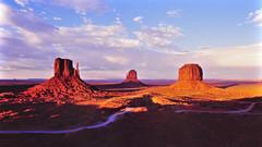 Monument Valley (pedrik) Tags: film sunset landscape arizona usa navajonation fm2 gimp gmic fourcorners monumentvalleynavajotribalpark butte kodakektachromee100vs themittens merrickbutte mittenbuttes monumentvalley tsébii'ndzisgaii coloradoplateau 52222018 view1000