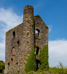 Lyle's Pumping Engine House,  Wheal Basset (Rogpow) Tags: carnkie cornwall mine whealbasset enginehouse cornishmining cornishmines cornishminingworldheritagesite copper coppermine tin tinmine metalmining metalmine industrialhistory industrialarchaeology industrial industry abandoned ruin derelict disused dilapidated decay fujifilm fuji fujixpro2 bluesky greatflatlode chimney stack pumpingenginehouse