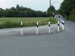Kurve gesichert (mkorsakov) Tags: dortmund brechten kurve curve poller bollard sicherung safety wtf verkehr traffic