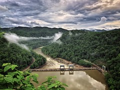 In between storms on the New River. (RansomedNBlood) Tags: muddywater newriver dam fog clouds storm overlook hawk'snest westvirginia wv