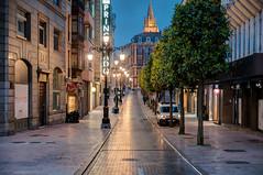 Calle al oscurecer (ccc.39) Tags: asturias oviedo nocturna calle ciudad fuga noche