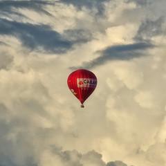 Ballooning (Hello DjTGv wish u 2 be artist) Tags: sky ballon ciel hemel wolken nuage cloud blue white red colors sony dsc rx10