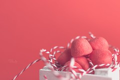 A box of candies _ HMM (pierfrancescacasadio) Tags: giugno2018 macro pastelinpink red 04062018img7282 macromondays hmm lifeisarainbow rojo rosso candy pastel 7dwf