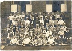 . (Kaïopai°) Tags: children child kids kinder bambini gruppenfoto group klassenfoto schulklasse vintage boys jungen school schule lehrer jh uniform hitlerjugend hjuniform 1930er 1930s deutschesjungvolk