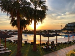 Hotel Pool Sunset (Marc Sayce) Tags: pool palm trees sunset ilunion hotel calas roche conil frontera costa luz andalucía andalusia spain may 2018