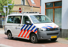 Dutch police Volkswagen Transporter 5 (Dutch emergency photos) Tags: politie police polizei politi polis polisi polit polisie polici policie policia polisia politiebus bus politievoertuig voertuig policevan van policevehicle 999 911 112 emergency vw volkswagen transporter 5 t5 t nederland nederlands nederlandse netherlands netherland dutch hilversum gooi en vechtstreek blauw licht blue light lightbar lichtbalk lichtbak lights whelen ultra freedom 2klf74