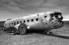 DC-3 vliegtuigwrak | HDR-monochroom (Frank Berbers) Tags: iceland ijsland islande island vakantie2018 sólheimasandurvliegtuigwrak vliegtuigwrak sólheimasandur planewreck dc3planewreck dc3 dc3flugzeugwrack flugzeugwrack dc3épavedavion épavedavion 24november1973neergestort le24novembre1973sestécrasé 24november1973crashed 24november1973abgestürzt hdr douglasdc3 highdynamicrange imagerieàgrandegammedynamique photomatix nikond5100 2018 monochroom