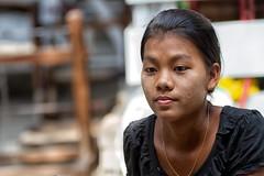 la ragazza tra i telai (mat56.) Tags: ritratto ritratti portrait portraits ragazza girl viso face telaio telai frame frames donna woman persone people mandalay myanmar birmania burma asia antonio romei mat56 espressione expression
