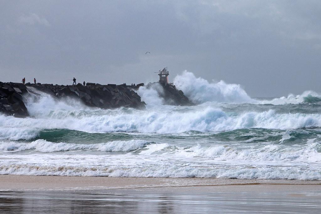 Storm surf at Nobbys breakwall