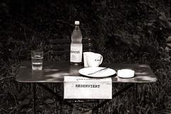 Reservation (Tom Levold (www.levold.de/photosphere)) Tags: museumsinselhombroich xt2 xf90mm fuji sw bw bottle still lunch stillleben tasse cup teller gardentable plate flasche gartentisch fui