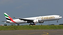 A6-EBV EMIRATES BOEING 777 NEWCASTLE AIRPORT. (toowoomba surfer) Tags: jet aeroplane aviation aircraft airline airliner ncl