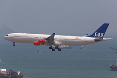 SK A343 LN-RKP @ SK963 (EddieWongF14) Tags: scandinavianairlines sas airbus airbusa340 airbusa340300 airbusa340313 a340 a343 a340300 a340313 lnrkp hkg vhhh hongkonginternationalairport skydeck