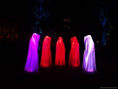 Festival of Lights 2018 (Zwickau) - Wächter der Zeit im Schumann-Park (Schumann Platz) (cd.berlin) Tags: kielnhofer manfredkielnhofer guardiansoftime wächterderzeit skulptur sculpture timeguardians sonyhx90v zwickau 900jahre sachsen saxony städtetrip stadtansichten deutschland germany festivaloflights2018 festivaloflights fol lightfestival fetedeslumieres illumination lightpainting projection citylights lightart lightphotography lightjunkies nighttime nightphotography nights picofthenight nightshot colorful colours livecolorfully colorsplash coloursplash artlover publicart urbanromantix cityview sightseeing urbanandstreet urbanart wunderschön traveler travelandlife photographylover positivevibes atmosphere schumannpark schumannplatz nofilter cdberlin