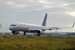 """United Airlines N57111 Boeing 757-224 Winglets cn/27301-652 """"0111"""" @ Taxiway Q EHAM / AMS 13-10-2016 (Nabil Molinari Photography) Tags: united airlines n57111 boeing 757224 winglets cn27301652 0111 taxiway q eham ams 13102016"""