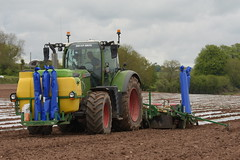 Fendt 718 Vario Tractor with a Samco System 6 Row Planter (Shane Casey CK25) Tags: 718 vario tractor samco system 6 row planter agco green conna plastic maize fendt traktor trekker traktori trator tracteur ciągnik sow sowing set setting drill drilling tillage till tilling plant planting crop crops cereal cereals county cork ireland irish farm farmer farming agri agriculture contractor field ground soil dirt earth dust work working horse power horsepower hp pull pulling machine machinery grow growing nikon d7200